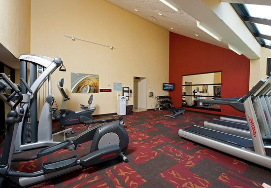 Elmhurst, IL: Fitness Center