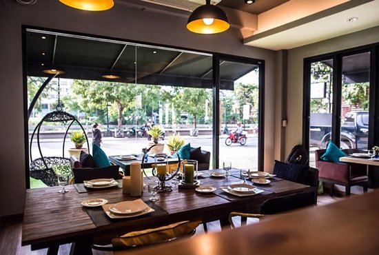 Glur Chiangmai: This is the their Chic Cafe area.