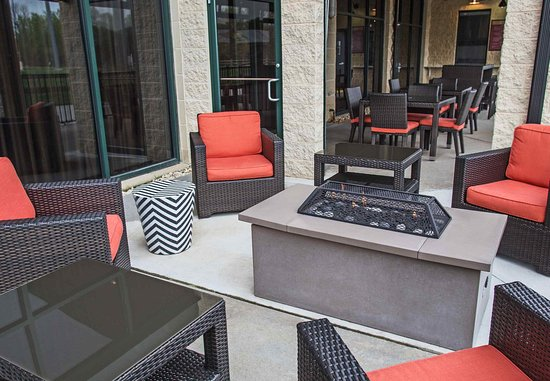 Aberdeen, MD: The Home Plate Café Outdoor Seating