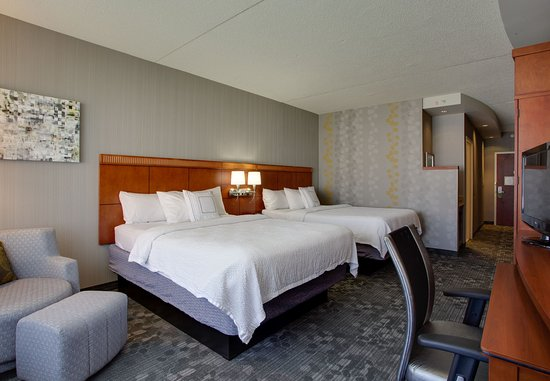 Farmingdale, NY: Queen/Queen Guest Room