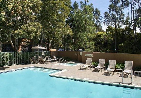 Richmond, CA: Outdoor Pool & Whirlpool