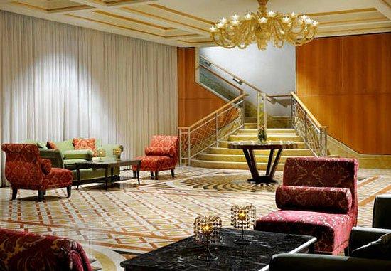 Dasman, Kuwait: Arraya Ballroom Foyer