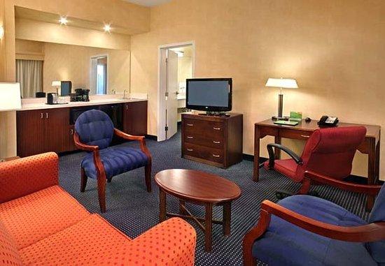 Norwich, CT : Suite Living Area
