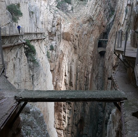 El Chorro, Spanien: Original boardwalk below the new one (both sides) and in foreground!