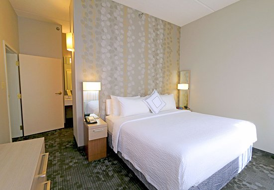 Round Rock, TX: King Suite - Bedroom