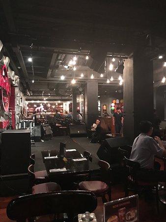 Hard Rock Cafe Bangkok : Inside