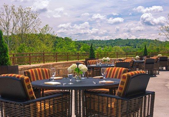 Kingsport, Теннесси: Courtyard Seating Area