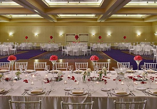 Kingsport, TN: Grand Ballroom Wedding
