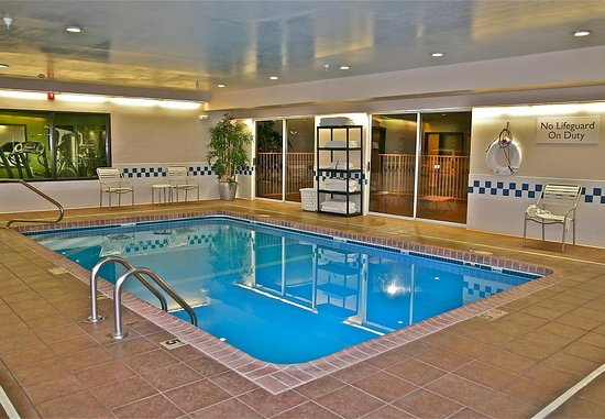 เฮย์ส, แคนซัส: Indoor Pool