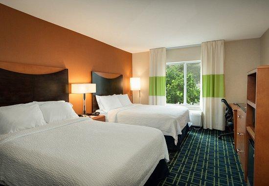 Windsor Locks, CT: Double/Double Guest Room