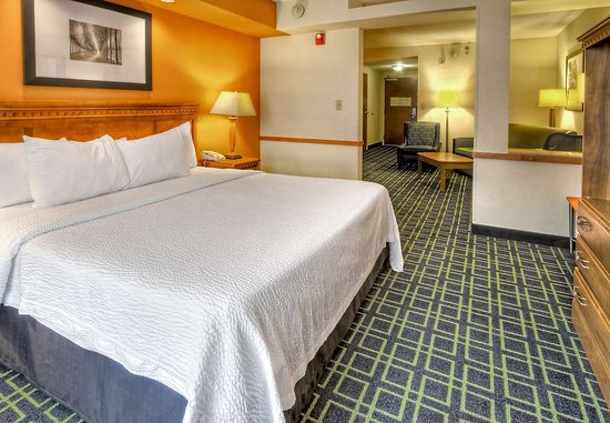 Fairfield Inn & Suites Murfreesboro: King Executive Suite