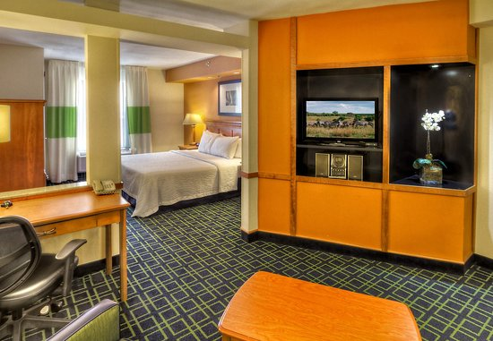 Fairfield Inn & Suites Murfreesboro: King Executive Suite - Living Area