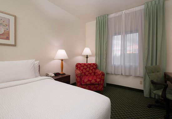 Tracy, CA: King Guest Room