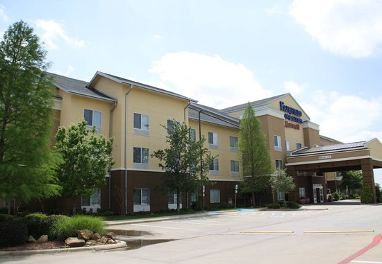 Fairfield Inn & Suites Denton: Exterior