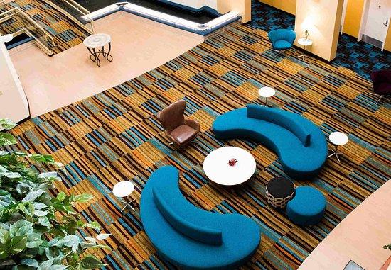 Hayward, CA: Atrium Seating Area