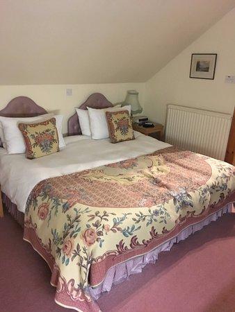 Meikleour, UK: Huge, comfy bed