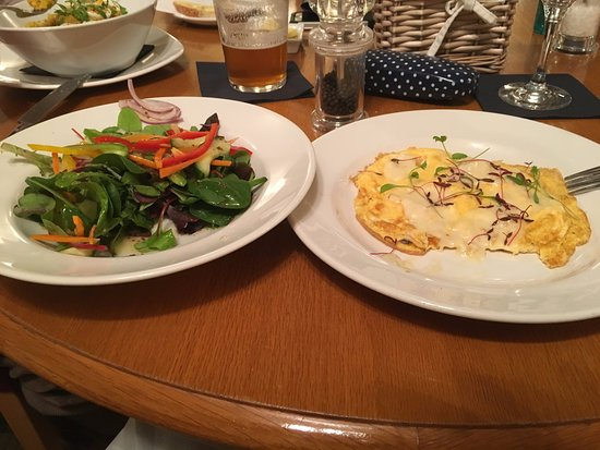 Meikleour, UK: Arnold Bennett omelette and salad