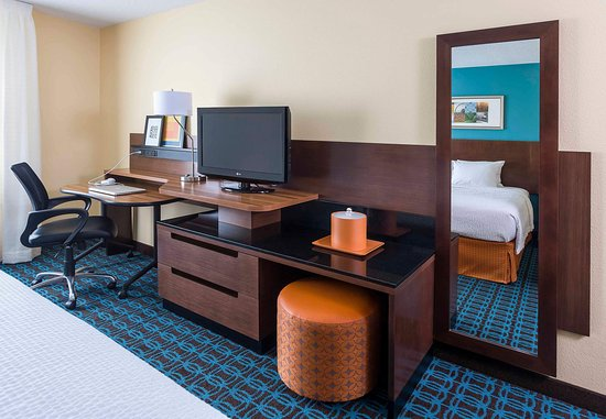 Mansfield, OH: King Suite