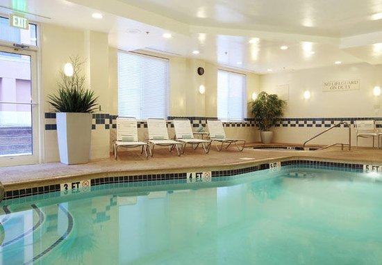 แอวีเนล, นิวเจอร์ซีย์: Indoor Pool