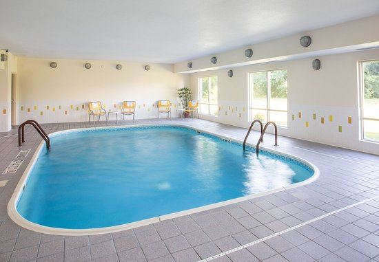 Terre Haute, IN: Indoor Pool & Whirlpool