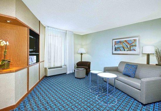 East Ridge, Tennessee: One-Bedroom Suite Living Area