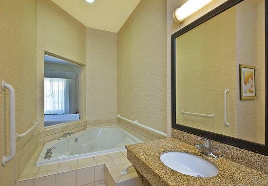 East Ridge, Tennessee: King Whirlpool Suite