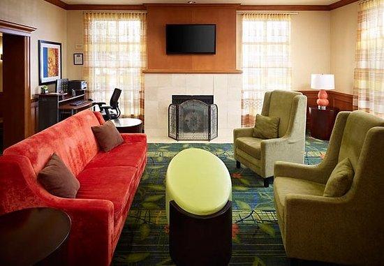 Fairfield Inn Toronto Oakville: Lobby Sitting Area