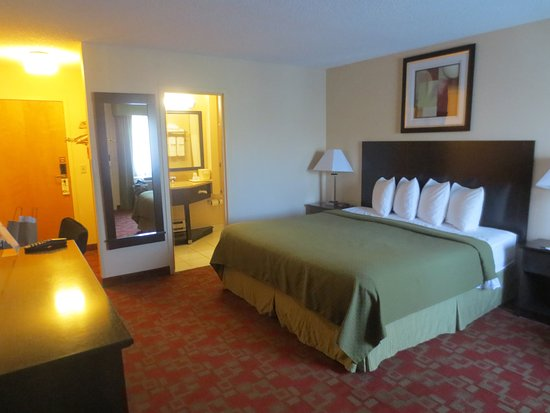 Quality Inn Shelburne: Large, comfortable room