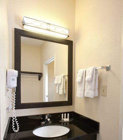 New Paris, OH: Guest Bathroom
