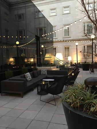 Kimpton Hotel Monaco Washington DC: Exterior Patio Lounge U0027Dirty Habitsu0027