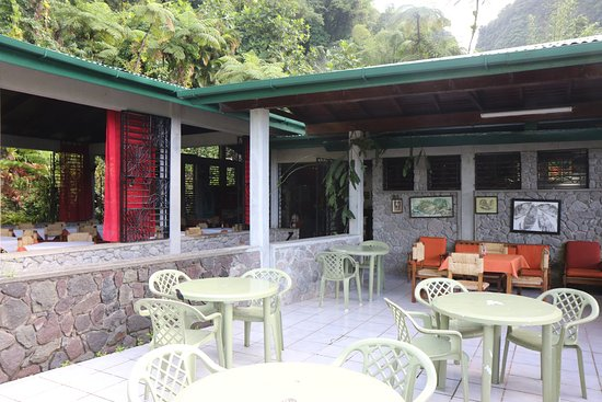 Papillote Rainforest Restaurant: Outside patio Dining