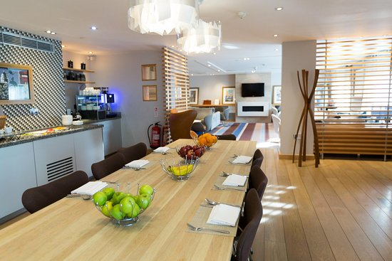 هيلتون لندن هيثرو إيربورت هوتل: Executive lounge 