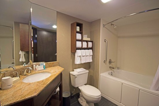 Grove City, OH: Deluxe Bathroom