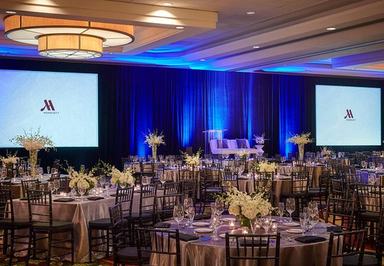 Burlingame, CA: Grand Ballroom Wedding