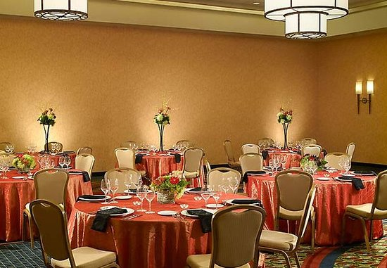 Dunwoody, GA: Grand Ballroom Social Setup