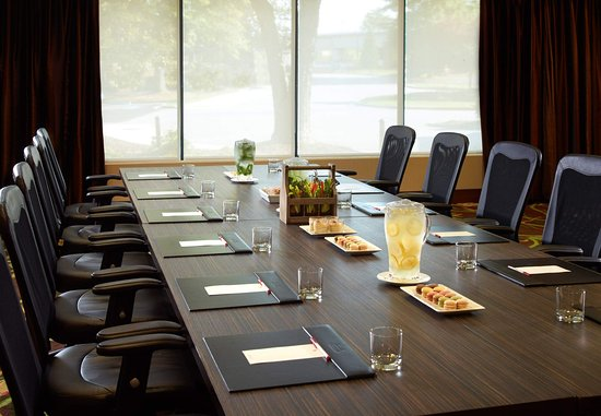 Dunwoody, Georgien: Roosevelt Meeting Room - VIP Boardroom Set-Up