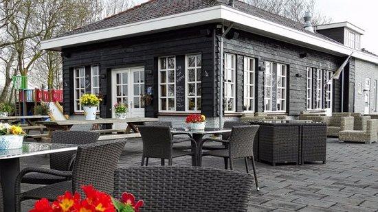 Nijkerk, เนเธอร์แลนด์: Terras in het najaar
