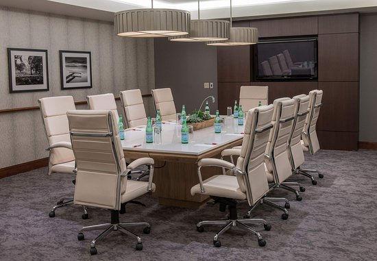 Minnetonka, Миннесота: City of Lakes Boardroom