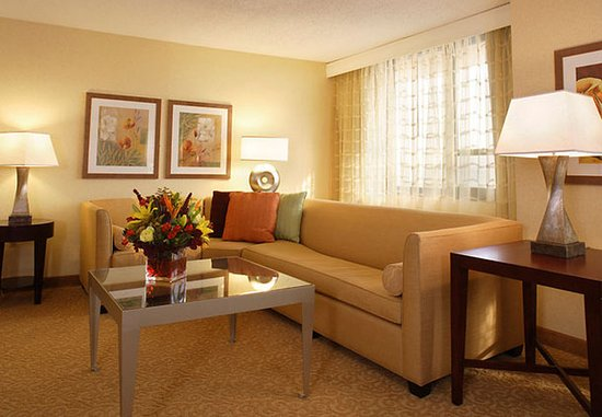 Elmhurst Oriental, Nova York: Suite Living Room