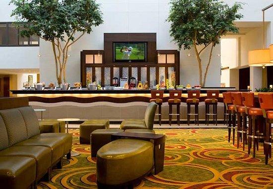 Uniondale, نيويورك: Skylight Lounge Sitting Area