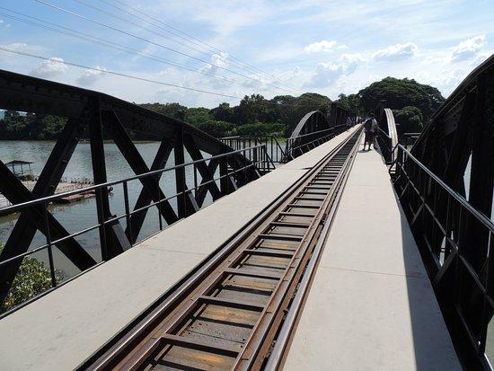 River Kwai: La voie unique du pont.