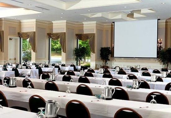South Portland, ME : Grand Ballroom – Ideal for Conferences