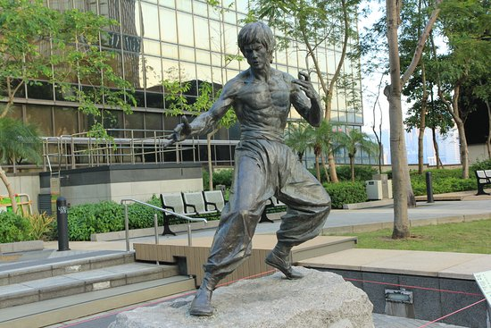 Bruce Lee Statue: Bruce and all that's within it