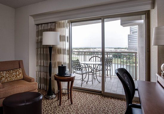Irving, TX: Balcony with Lake View