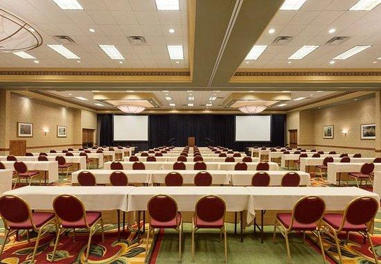 Cedar Rapids, IA: Grand Ballroom – Classroom Setup