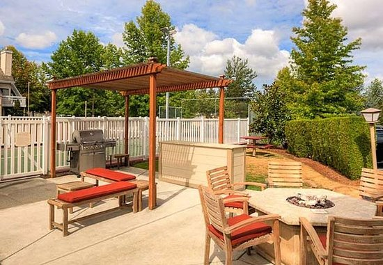 Lynnwood, WA: Outdoor Patio & BBQ