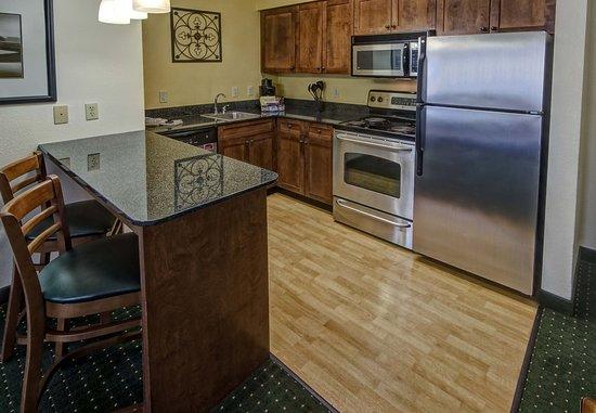 Southaven, Миссисипи: Studio King Suite Kitchen