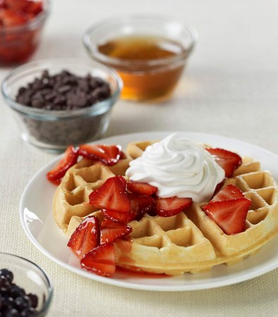 Earth City, MO: Fresh Waffles & Toppings