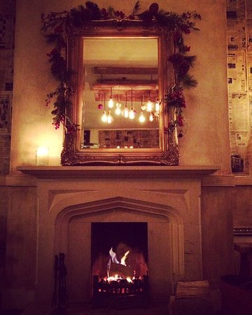 Royal Tunbridge Wells, UK: Christmas time at the Bull