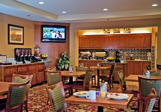 Middletown, RI: Breakfast Area